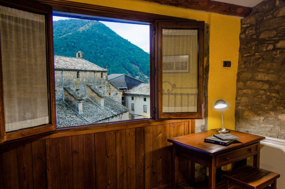 Casa Cruz Boltana - Casa Rural - Habitación doble Villamana vistas desde la ventana